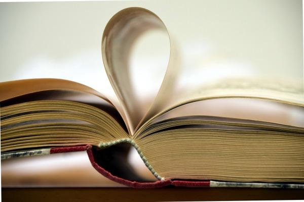 book-1931004_1920